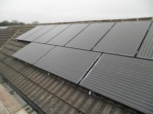 16 x 245W Hyundai solar panels