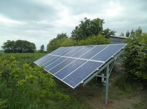16 x Renesola 250W panels, field mounted