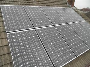 10 x Hyundai 250W solar panels