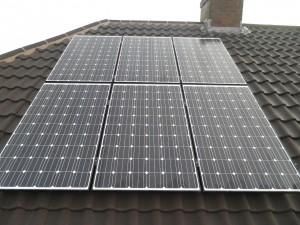 12 x Hyundai 250W solar panels